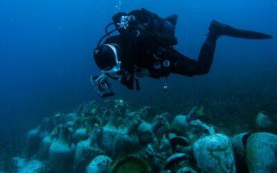 Ένα αλλόκοσμο ναυάγιο, ένα υποβρύχιο μουσείο και 1000 κλεμμένοι αμφορείς
