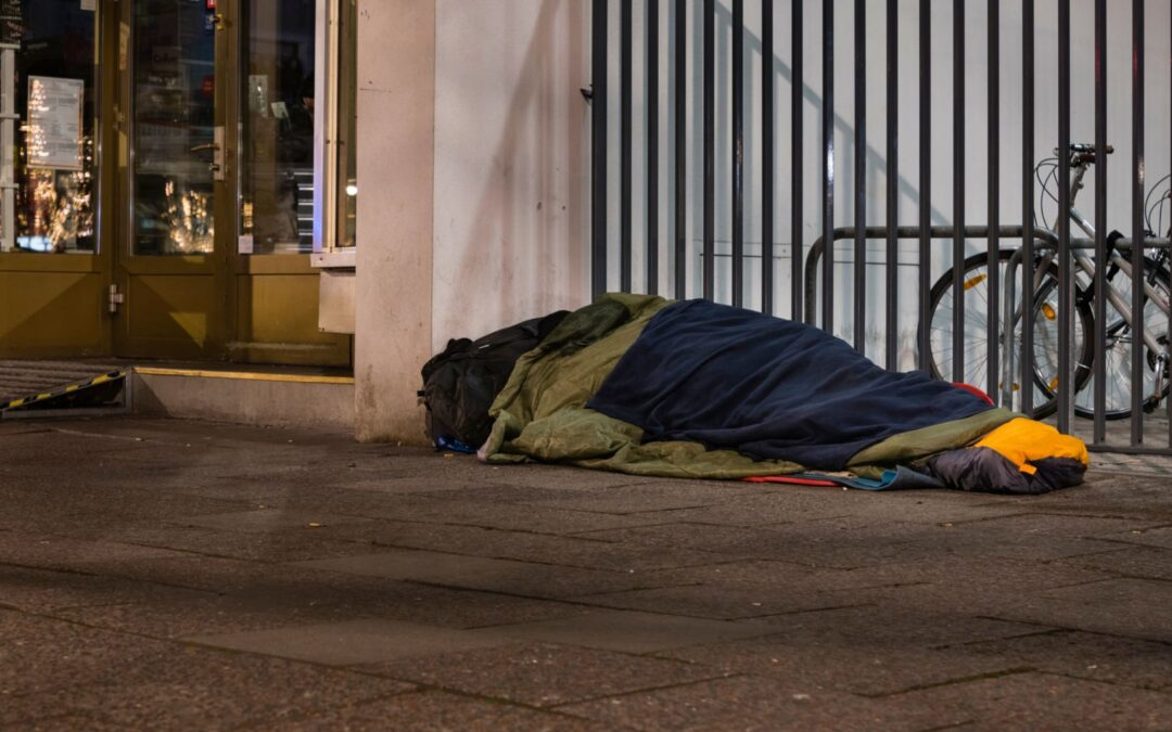 Vacant houses and millions of homeless at risk