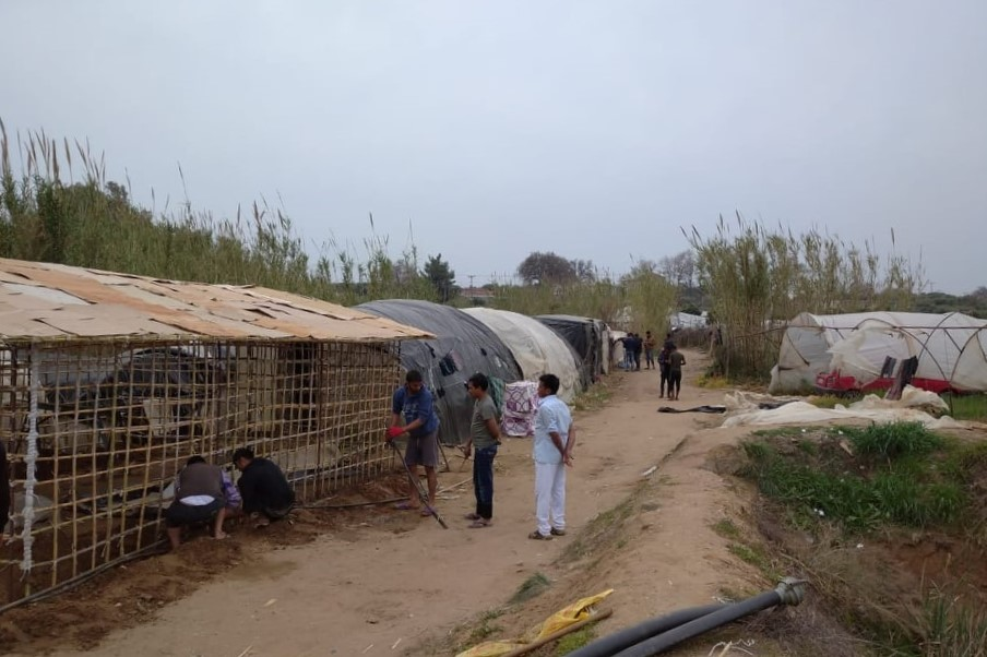 "Thousands of agricultural workers in Manolada are ""staying home"" – in shacks"